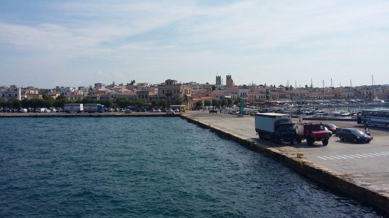 Φθάνοντας στο λιμάνι της Αίγινας
