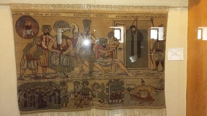 Λαογραφικό Μουσείο Στεμνίτσας : Υφαντό (1832) με την αναπαράσταση του μαρτυρικού θανάτου του Γρηγορίου Ε'.