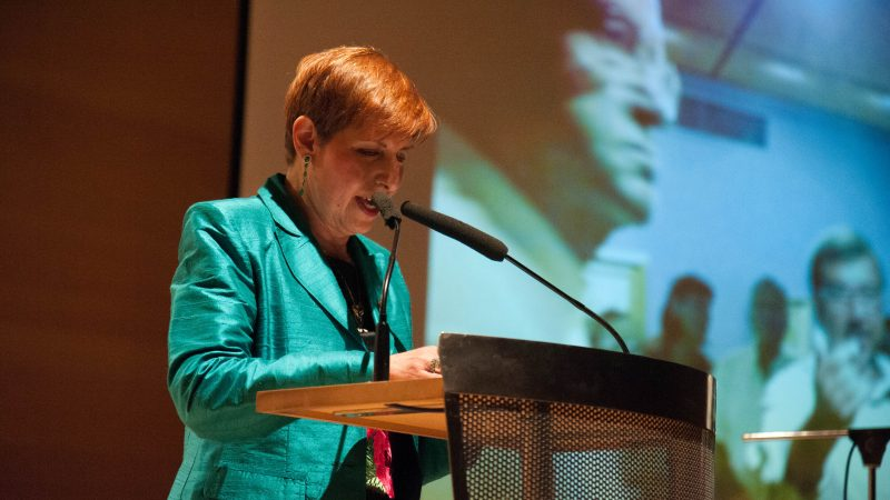 Η πρόεδρος των Φίλων κα Ρωξάνη Τσιμπιροπούλου απευθύνει χαιρετισμό.
