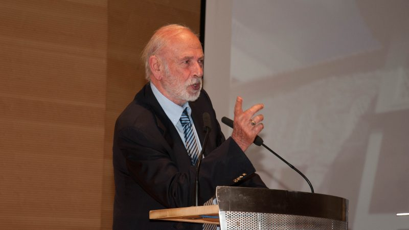 Ο πρώην διευθυντής του Μουσείου Μπενάκη και ακαδημαϊκός κ. Άγγελος Δεληβοριάς.