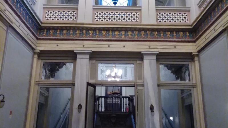 Το εσωτερικό περιστύλιο του Αρχοντικού.