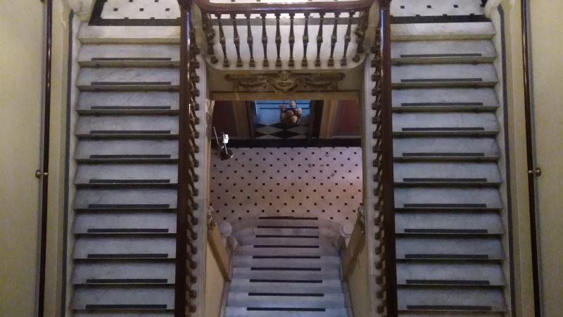 Οι σκάλες του Αρχοντικού.