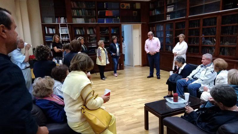 ΕΔΡΑ ΑΝΑΤΟΜΙΑΣ: Ο καθηγητής κ. Παναγιώτης Σκανδαλάκης υποδέχεται τους Φίλους στο γραφείο του.