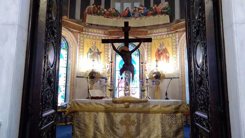 Εσωτερικό του Ιερού του ναού. Αγία Τράπεζα.