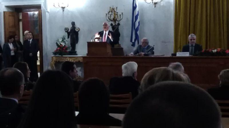 Ο Καθηγητής κ. Μιχάλης Κουτσιλιέρης στο βήμα των ομιλητών.