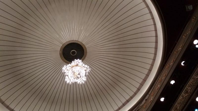 Δημοτικό Θέατρο Πειραιά - πολυέλαιος στο κέντρο της αίθουσας