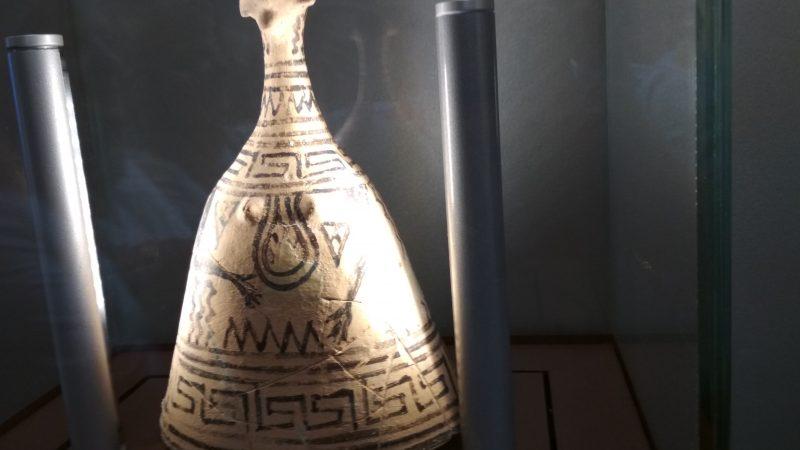 Αρχαιολογικό Μουσείο Θήβας, Βοιωτικό κωδωνόσχημο γυναικείο ειδώλιο.