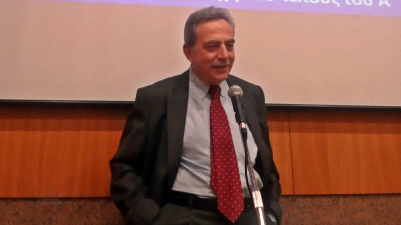 Ο ομιλητής κατά τη διάρκεια της διάλεξης